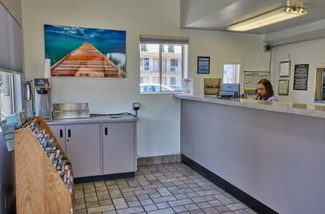 Welcome To EZ 8 San Jose 1 - Lobby